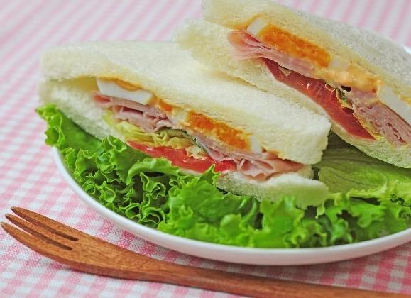 ハム入りサンドイッチ