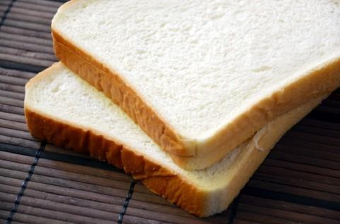 怖いパンは食べないで。イーストフードの落とし穴・発がん性の危険