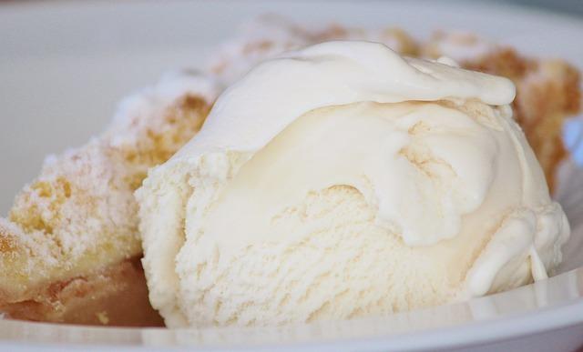 ラクトアイスは油でカサ増ししたアイスに似た不健康食品