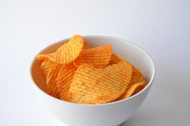 ポテトチップスの健康へのリスク、隠れた添加物への不安