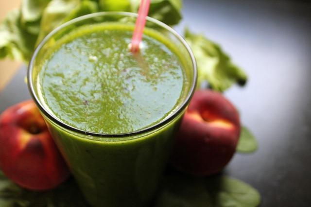 「一日分の野菜」は本当?野菜ジュースの数字のからくりに騙されるな