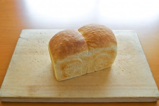 膨らんだ食パン