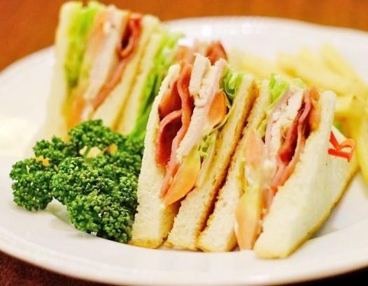 ハムが胃酸と混ざると発がん性物質に!?サンドイッチ選びは慎重に