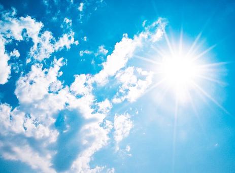 青い空と太陽