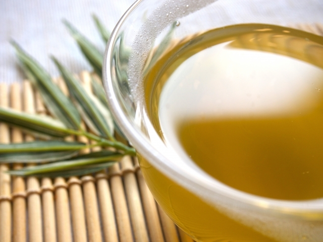 ペットボトルのお茶の栄養は化学物質由来?本当に健康的と言えるのか