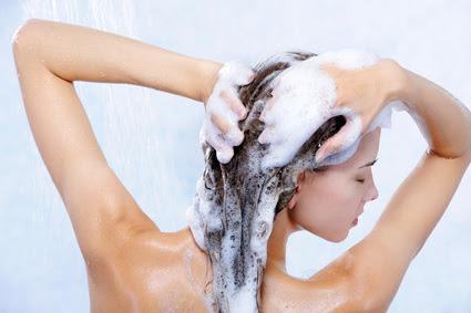 シャンプーで髪の悩みを解決するなら成分を見て正しく選ぶこと