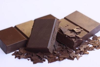 チョコは乳化剤もレシチンもない本物の健康チョコを。